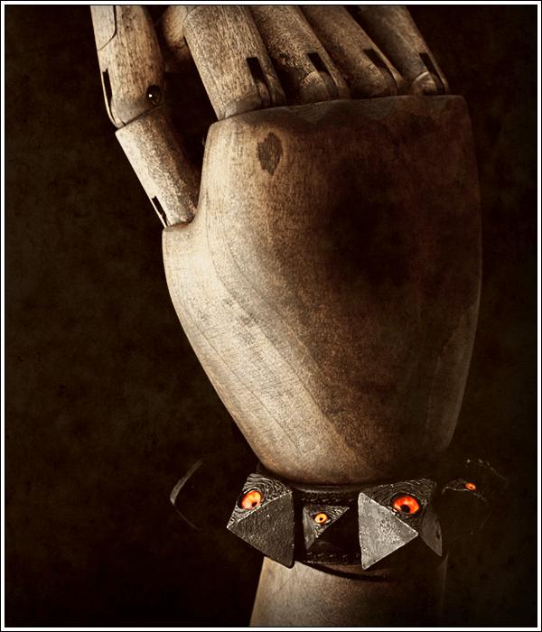 イメージフォト,ゴシックレザーを掲げるレーベル ロノウェ,独自の革の質感とディテールに拘ったレザーアイテムを展開