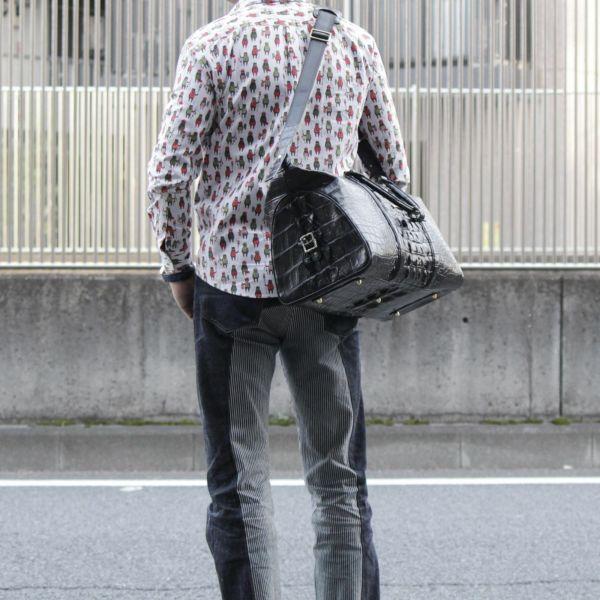 レザーブランドSIXTHSENSE ボストンバッグ クロコダイル (ワニ革) 黒い メンズ 革カバン