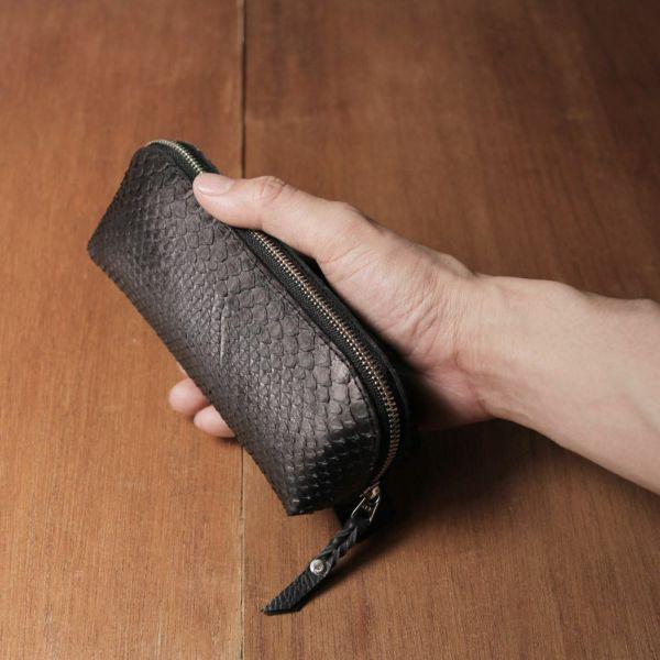 レザーブランドS'FACTORY「 三角 ペンケース ブラックパイソン(ヘビ革)」商品画像